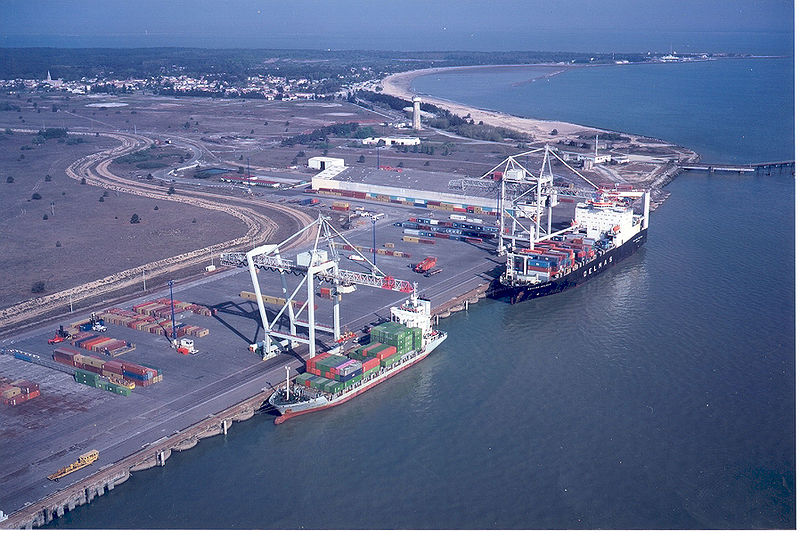 Container ships in Bordeaux